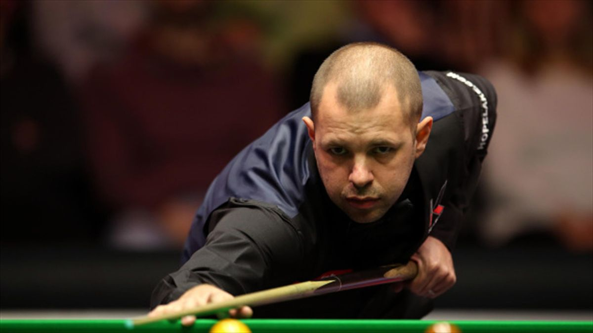 Barry Hawkins survived a brave fightback from Ryan Day to win the Ladbrokes World Grand Prix on Sunday night.