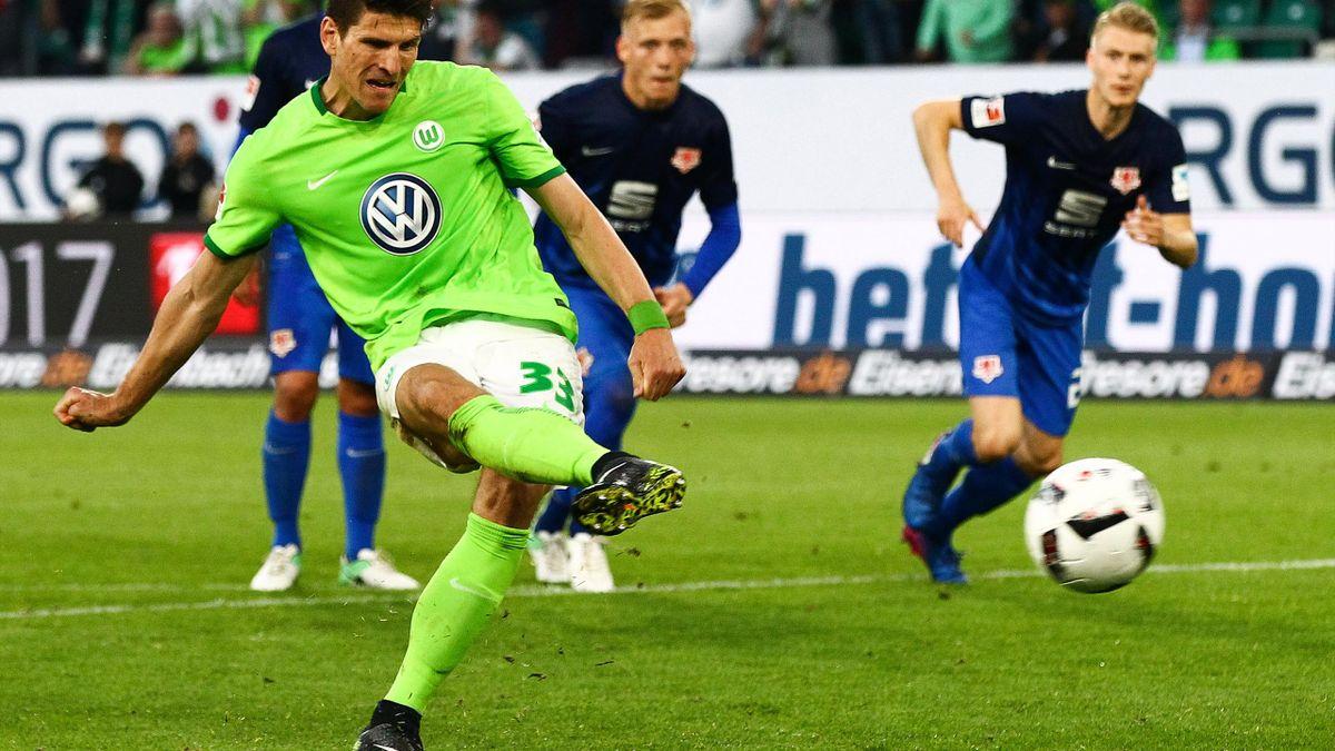 Mario Gomez erzielt den Siegtreffer für Wolfsburg