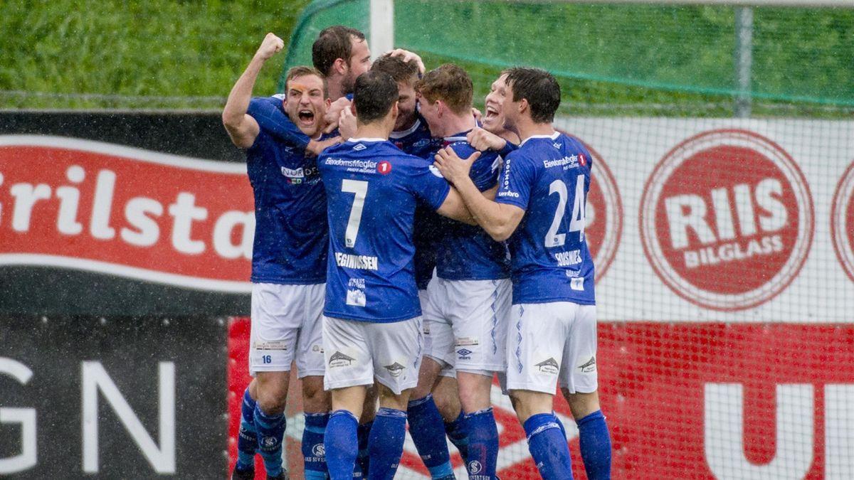Ranheim gutter jubler etter 2-1 scoring av Christian Eggen Rismark(midten) i 1.divisjonskampen mellom Ranheim og Bodø/Glimt på Extra Arena.