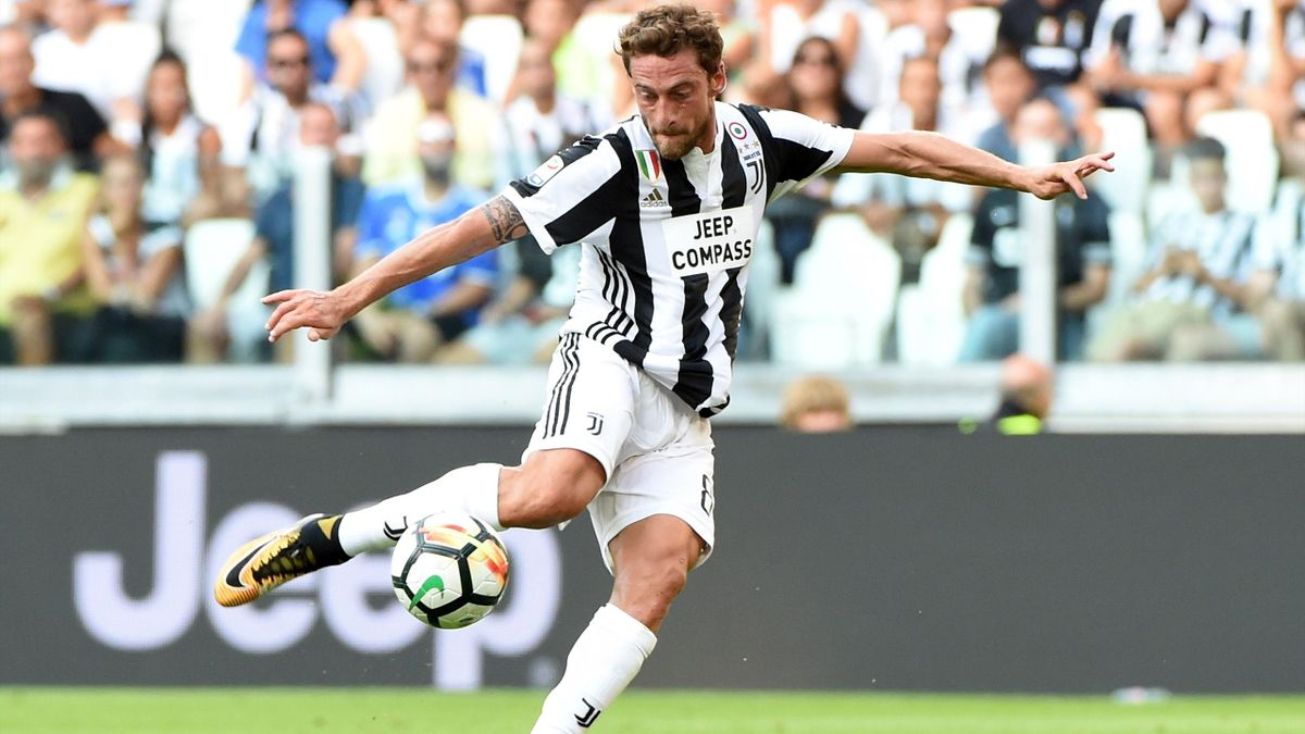 Claudio Marchisio of Juventus shoots the ball during the Serie A match.