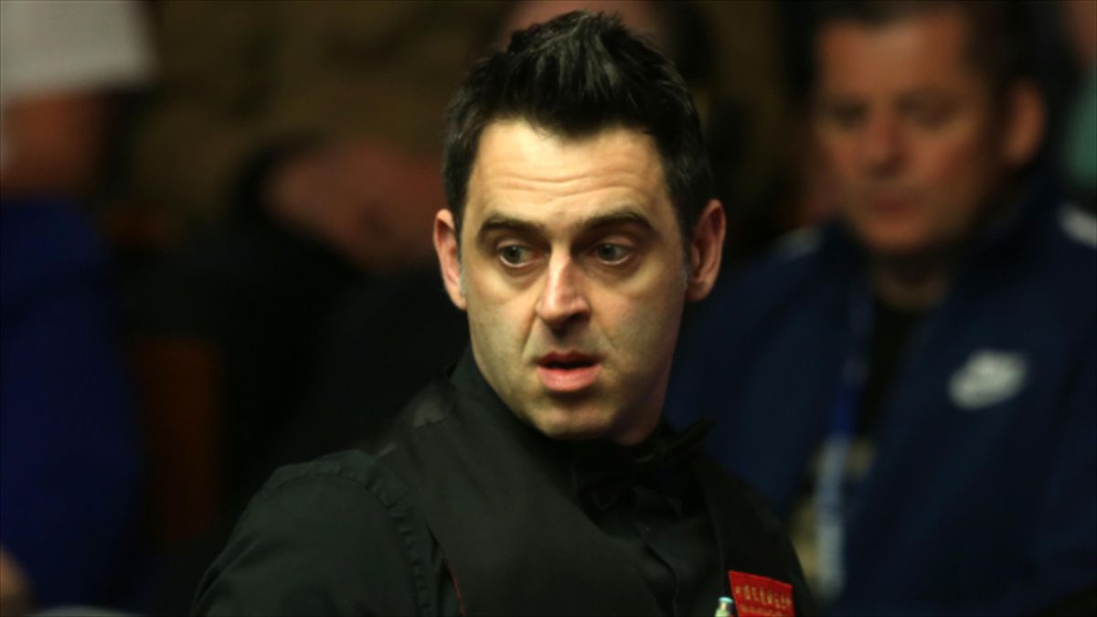 Ronnie O'Sullivan has been allowed to wear trainers for his English Open match because of an ankle injury