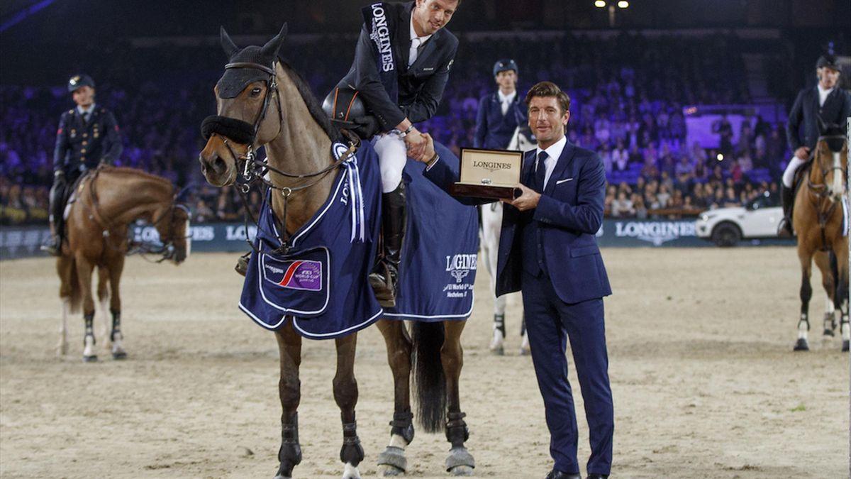 Harrie Smolderscaps fantastic 2017 with win in Belgium — Ludger Beerbaumhurt in fall