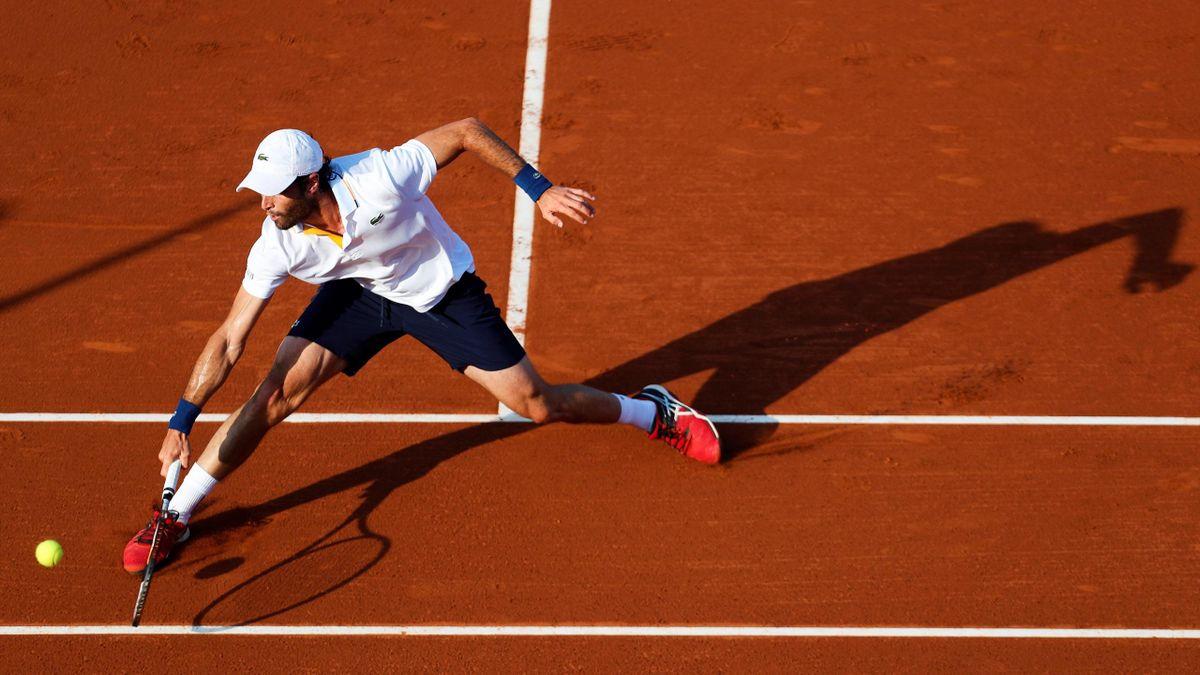 El tenista español Pablo Andújar durante el partido jugado ante su compatriota Roberto Bautista, durante los octavos de final del Barcelona Open BancSabadell-Trofeo Conde de Godó.