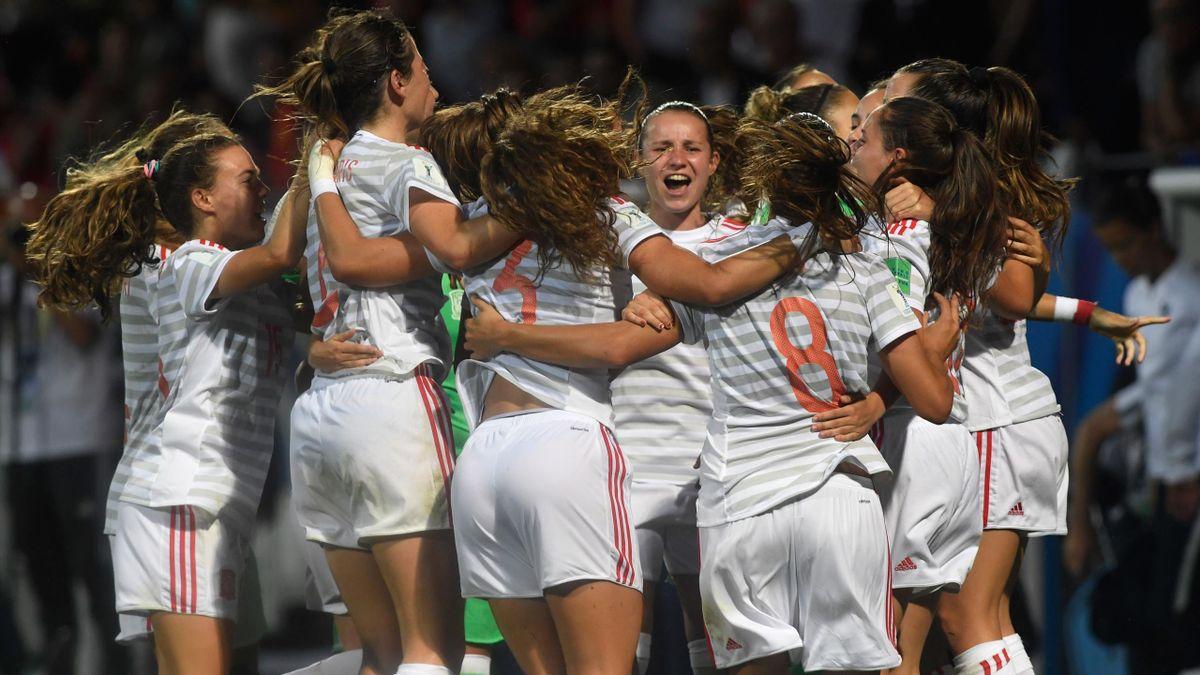 La Selección española femenina celebra la victoria ante Francia
