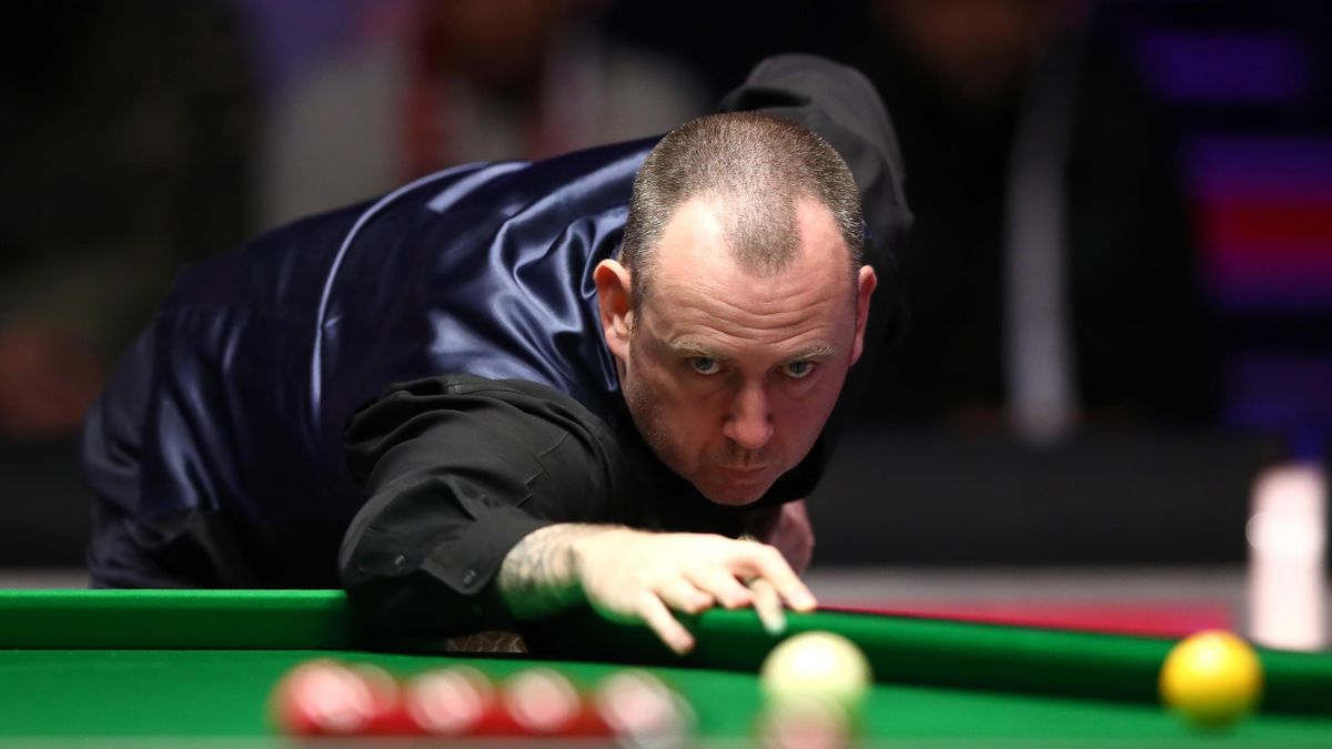 Mark Williams eased through in China
