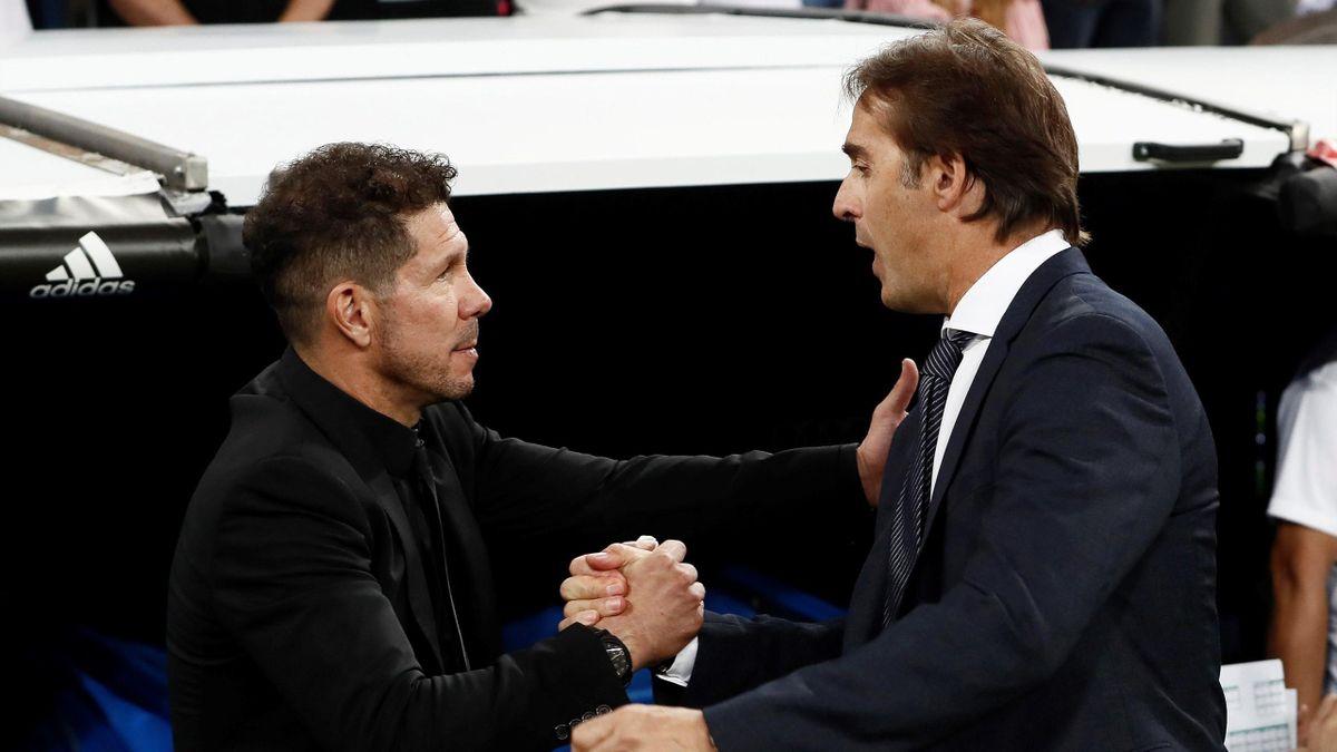 Lopetegui y Simeone se saludan antes de que comience el Real Madrid-Atlético