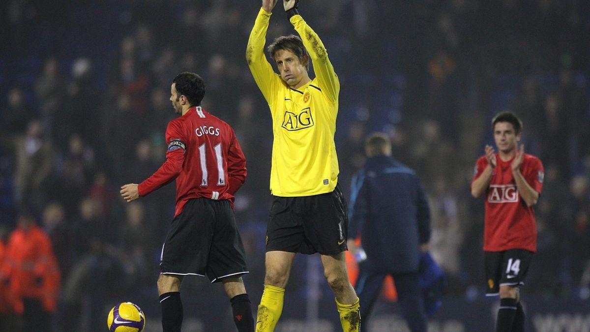 Manchester United's goalkeeper Edwin Van der Sar celebrates after the final whistle