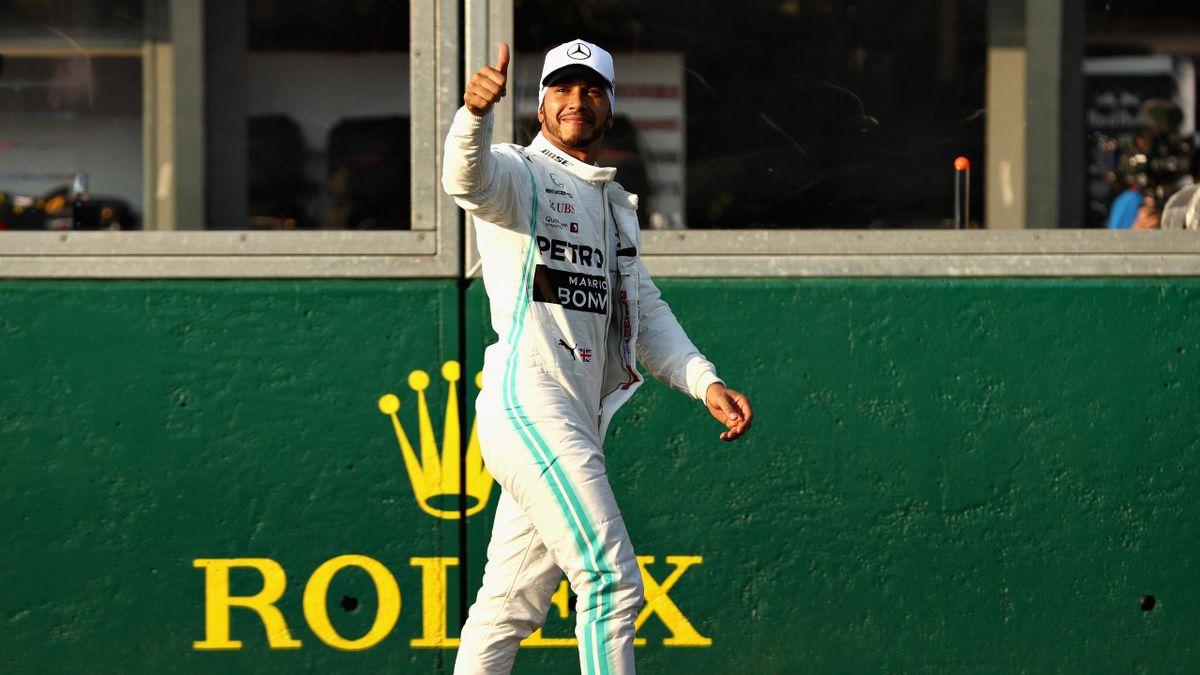 Lewis Hamilton logra la primera pole de la temporada