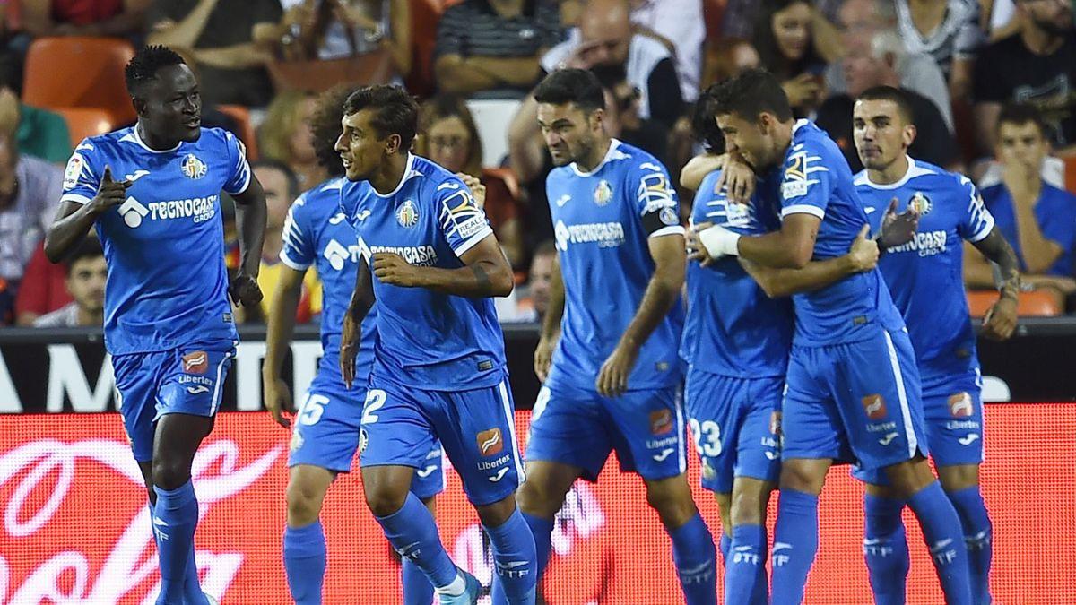 El Getafe celebra un gol en Mestalla