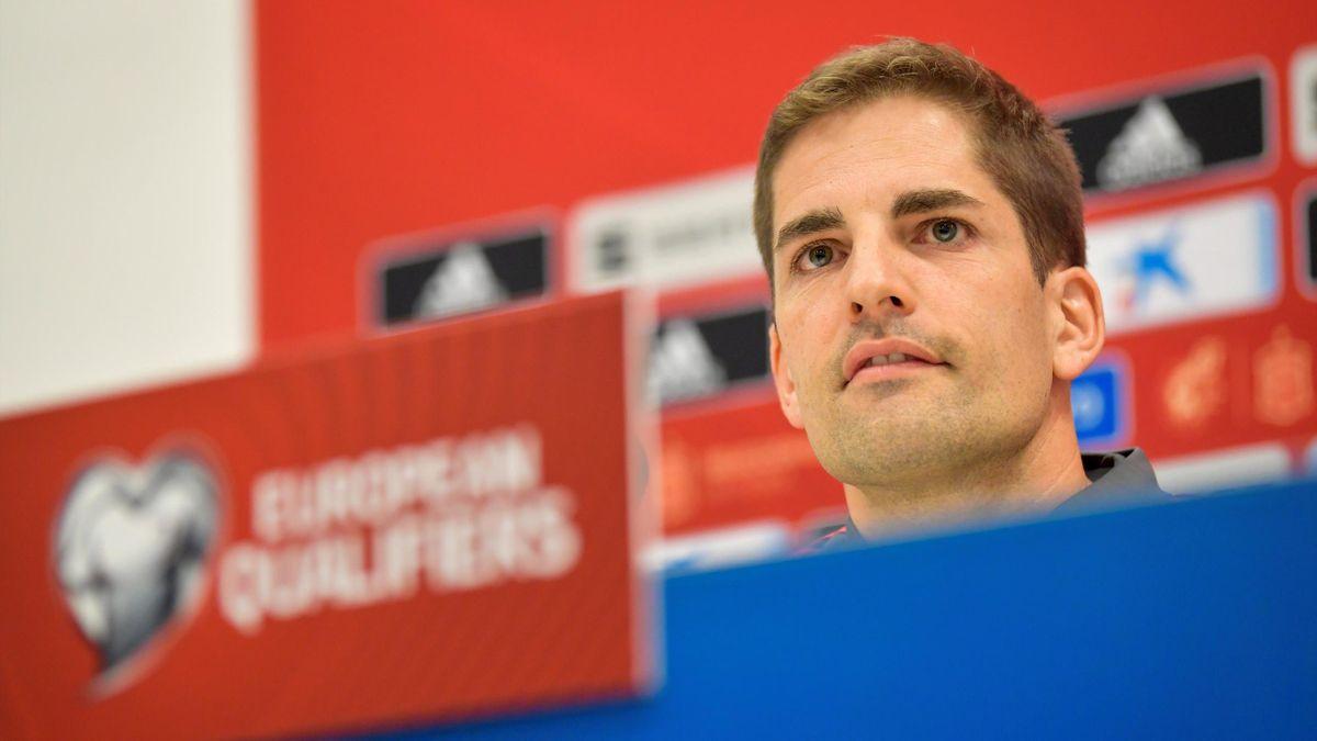 Robert Moreno en la rueda de prensa previa al partido contra Sueci