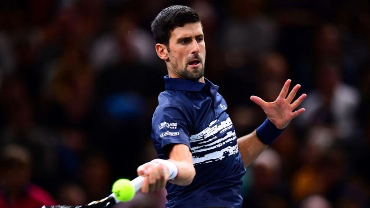 Djokovic tumba a Tsitsipas en París