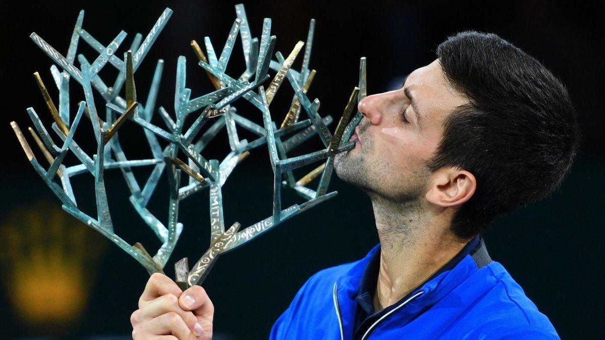 Djokovic besa su trofeo en París