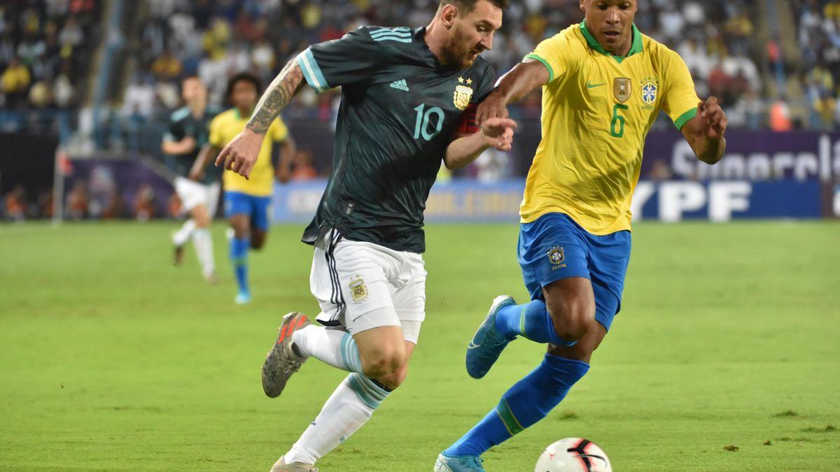 Lionel Messi schießt sein Team zum Sieg