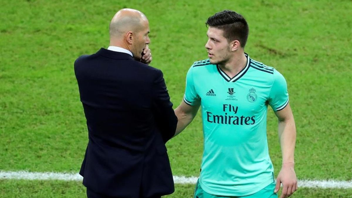 Luka Jovic și Zinedine Zidane (imagine din meciul Valencia-Real Madrid)