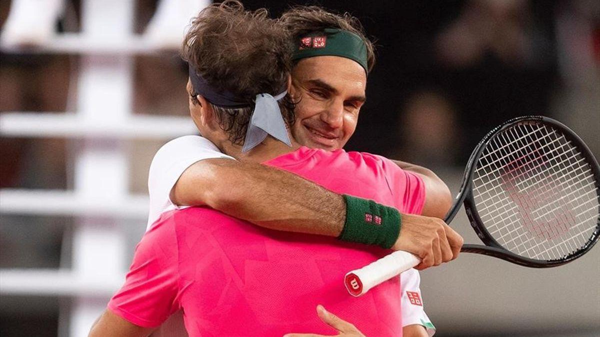 Abrazo entre Federer y Nadal