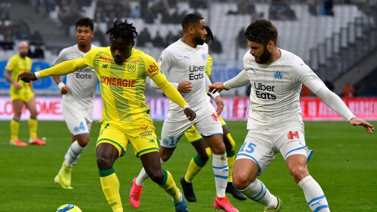 Moses Simon (FC Nantes) au duel avec Duje Caleta Car (OM) le 22 février 2020 en Ligue 1