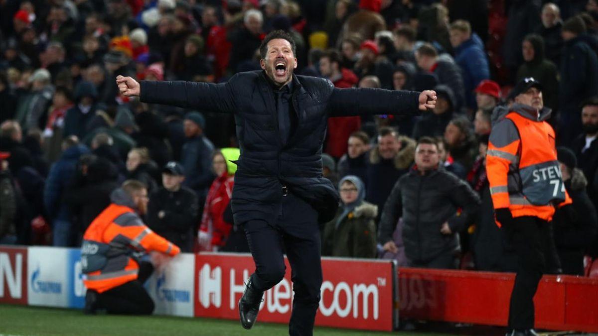 Simeone celebrando el tercer gol en el Liverpool-Atlético de Madrid