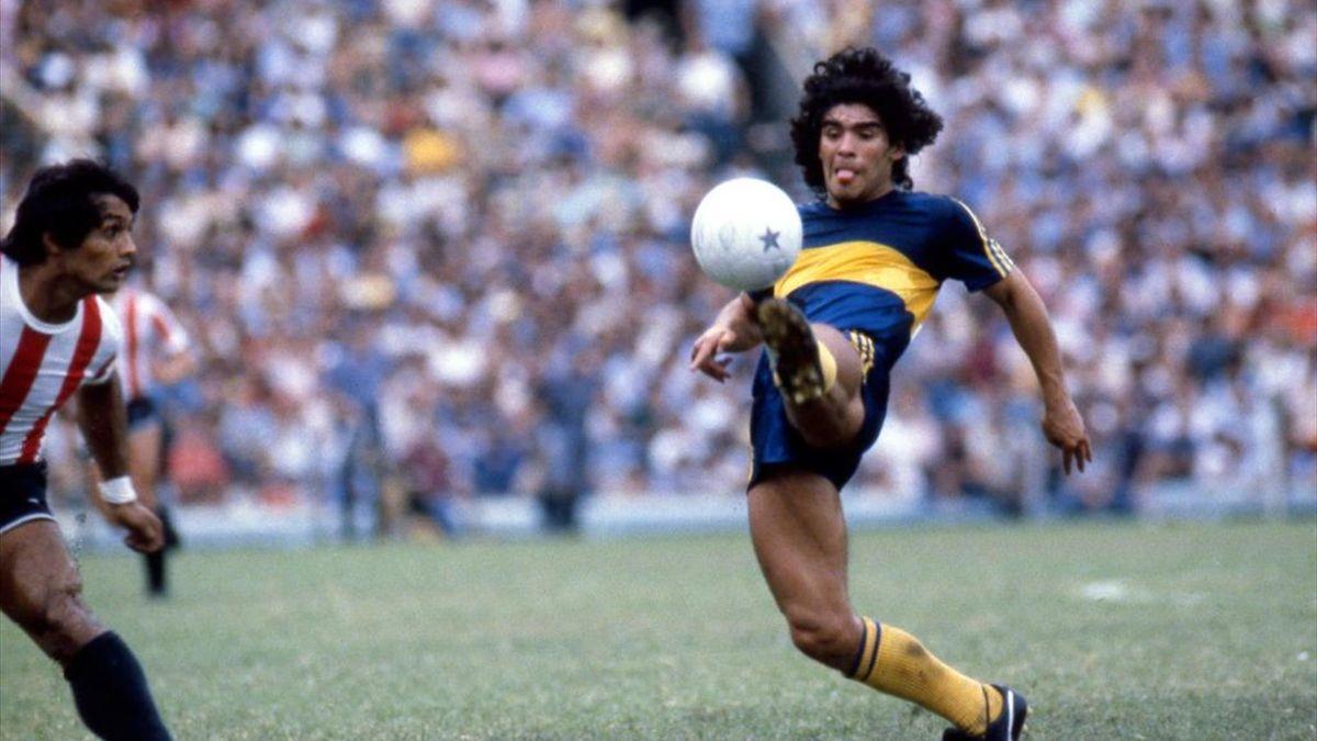Diego Armando Maradona con la maglia del Boca
