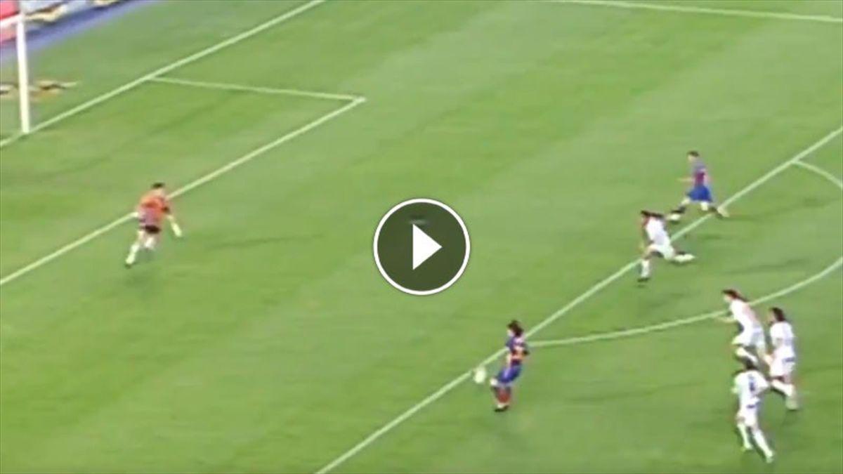 Il primo gol di Messi col Barcellona