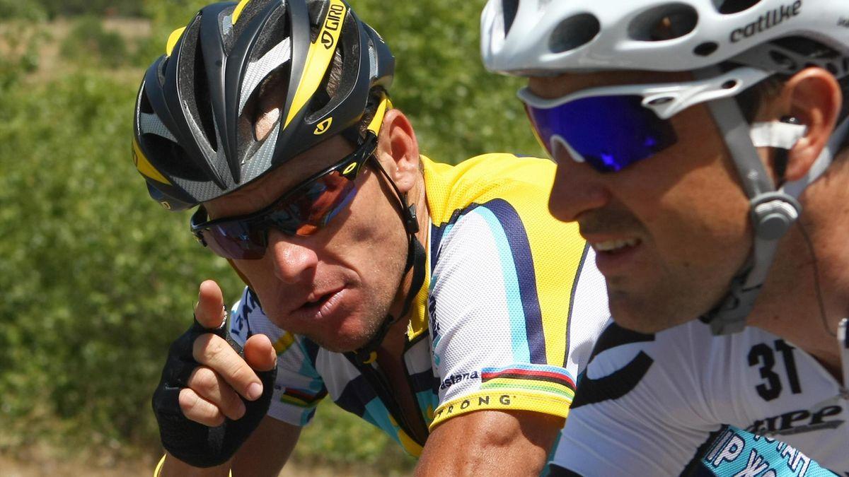 Lance Armstrong și Carlos Sastre, în Turul Franței 2009
