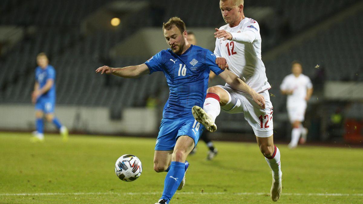 Runar Mar Sigurjonsson, într-un meci Danemarca-Islanda din Liga Națiunilor