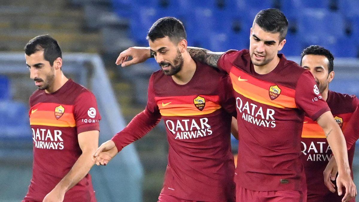 La Roma esulta dopo il gol di Spinazzola contro la Fiorentina