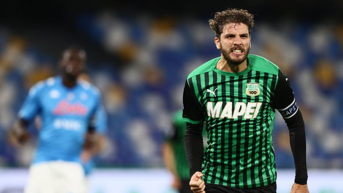 Locatelli esulta dopo il gol in Napoli-Sassuolo