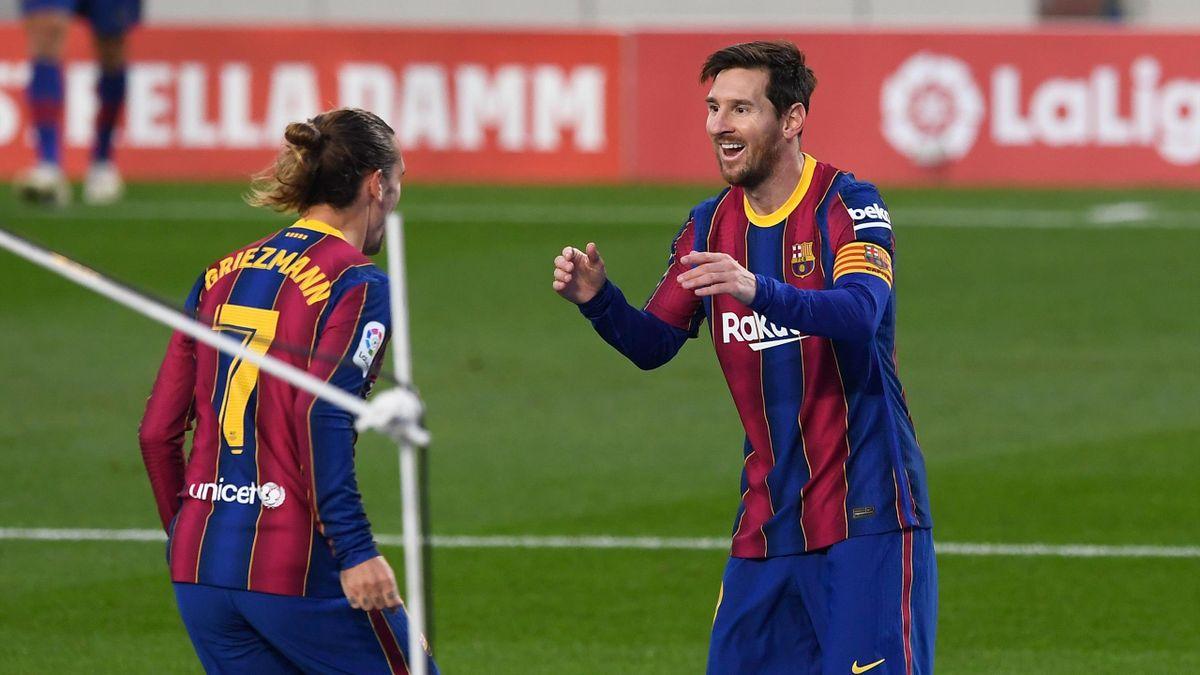 Griezmann y Messi celebran un gol