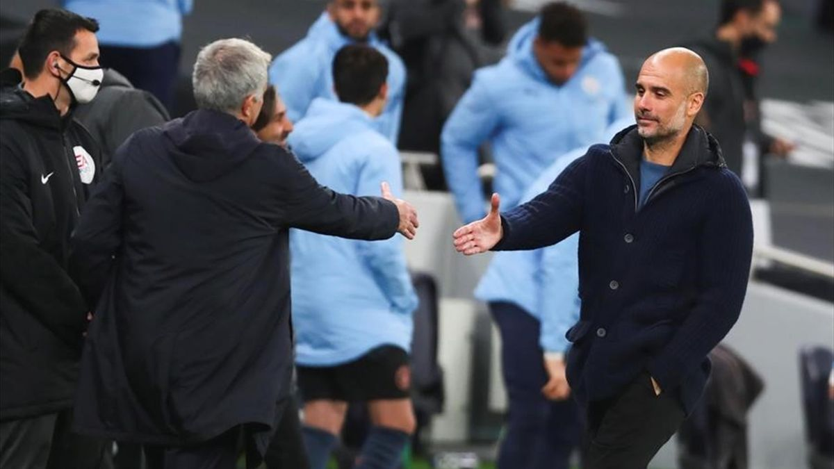 El saludo entre Mourinho y Guardiola