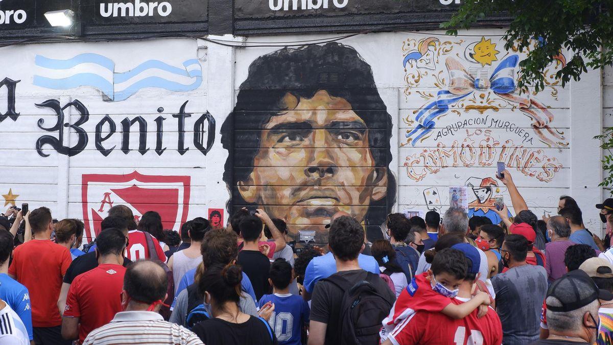 Argentina îl deplânge pe Diego Maradona