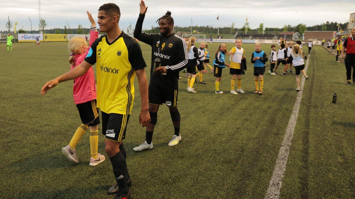 Aaron Kiil Olsen (til venstre) etter cuptriumfen mot Vålerenga i 2019