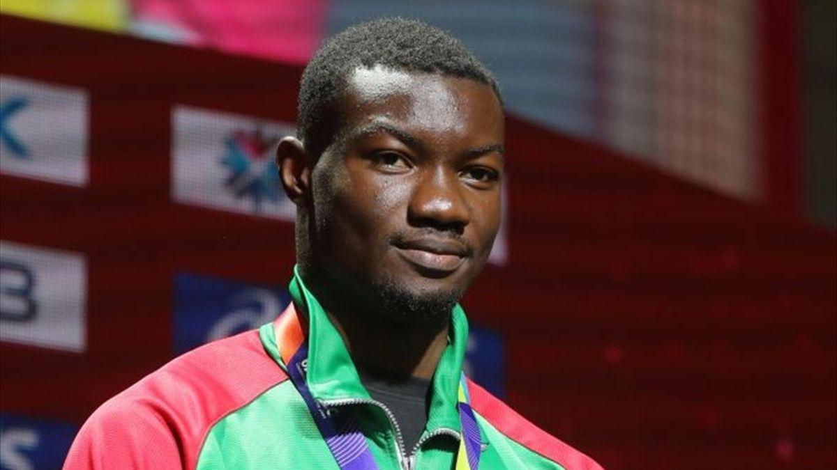 Hugues Fabrice Zango sur le podium du triple saut aux Mondiaux à Doha le 30 septembre 2019