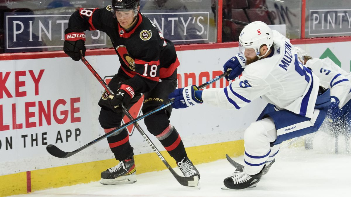 Stützle (l.) erzielt sein erstes NHL-Tor