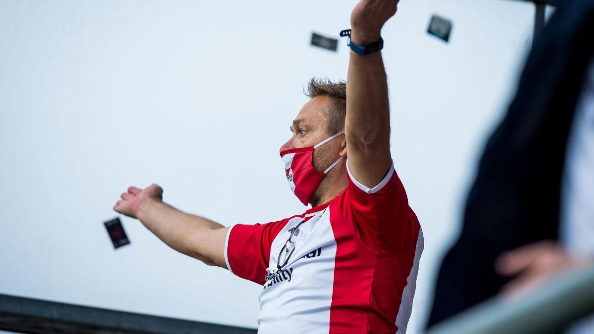 Aficionado en un partido  FC Emmen vs Willem II