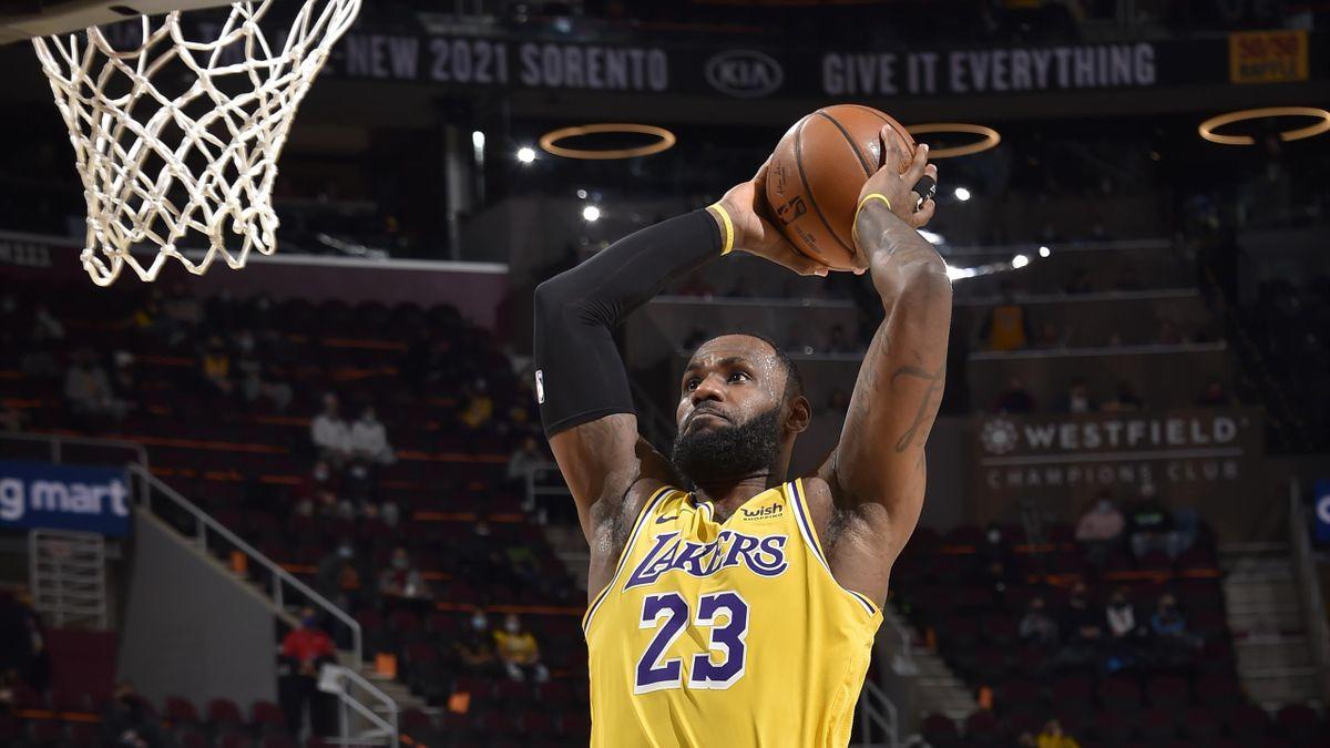 LeBron James, en el partido entre los Lakers y los Cleveland Cavaliers