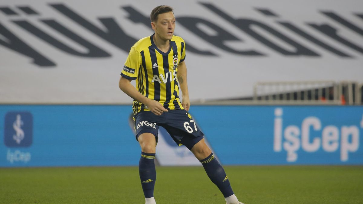 Mesut Özil verliert mit Fenerbahce Istanbul 0:1