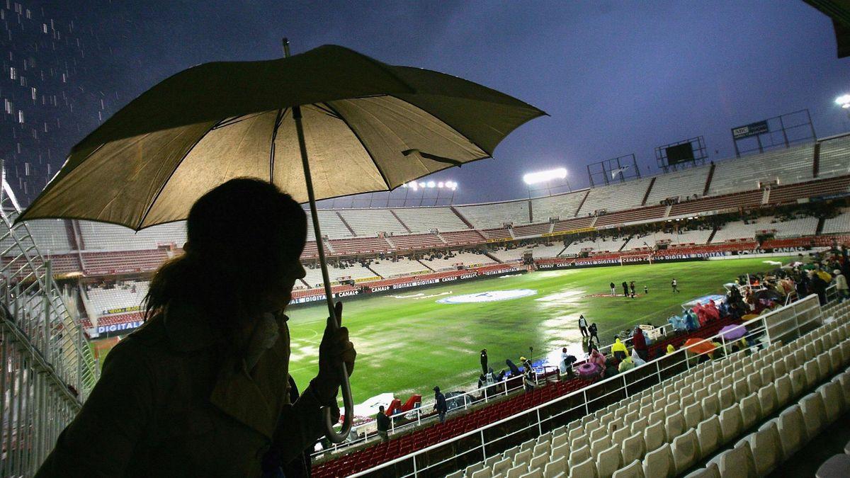 El Sevilla-Barcelona de la tormenta en el Sánchez Pizjuán