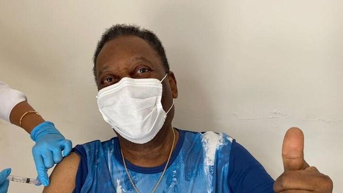 Pelé recibe la vacuna