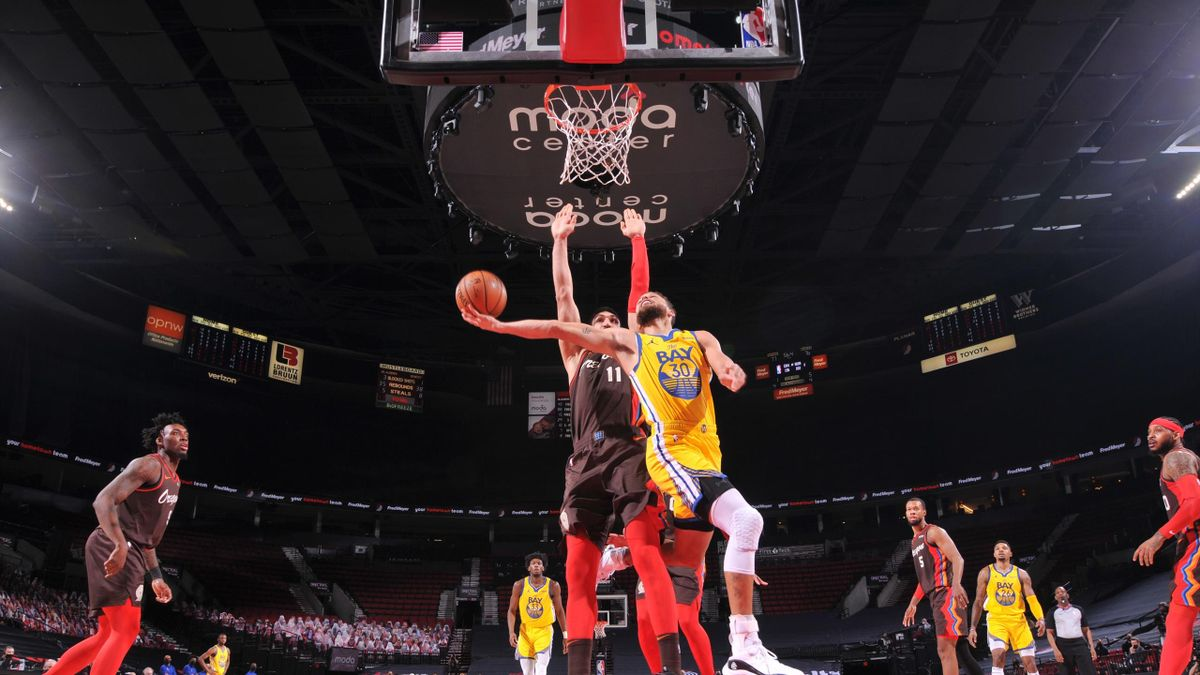 Stephen Curry anota la 'canasta imposible'