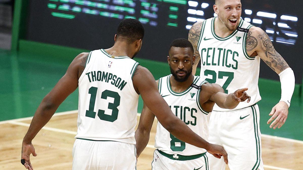 Theis (r.) verliert mit den Boston Celtics