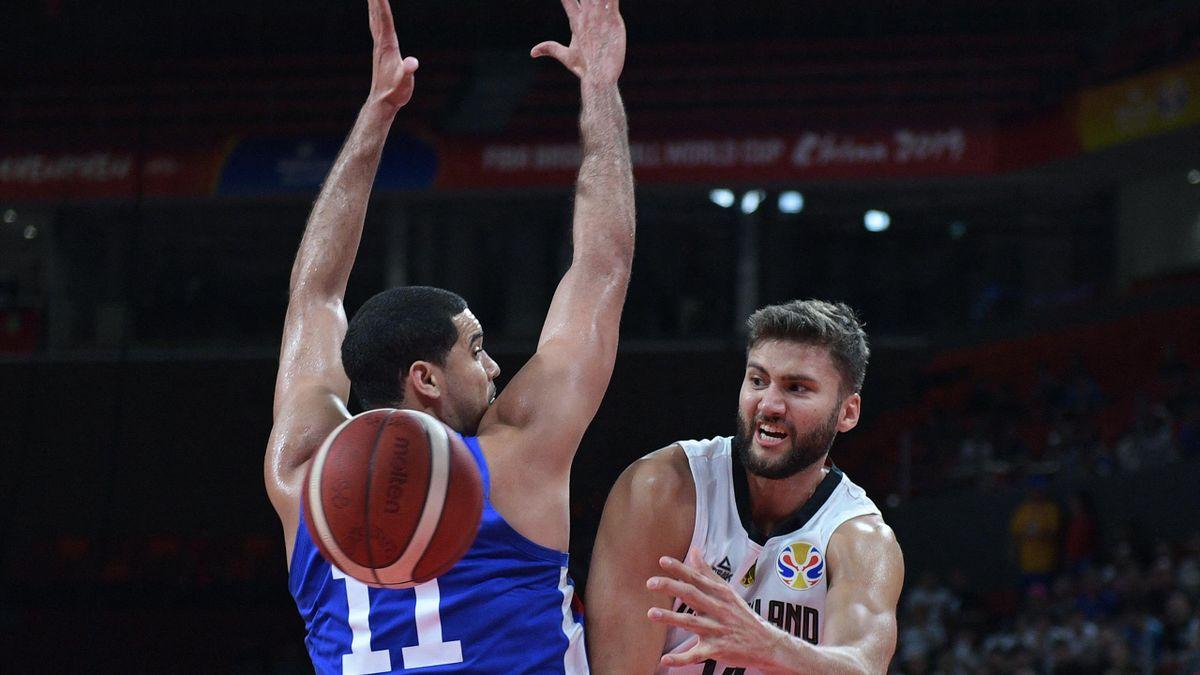 Basketball-Nationalspieler Maximilian Kleber (r.)