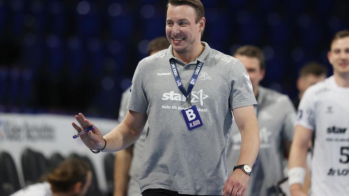 Trainer Filip Jicha gewinnt mit Kiel in Hannover