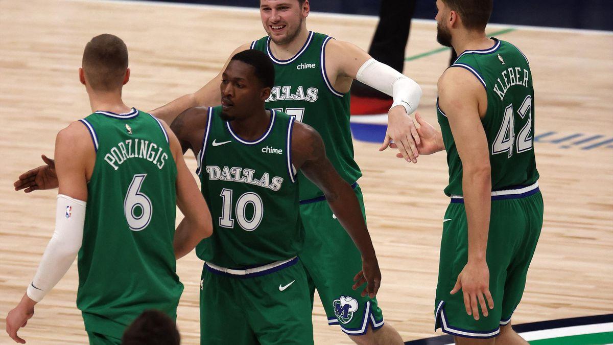 Kleber (r.) verliert mit den Dallas Mavericks
