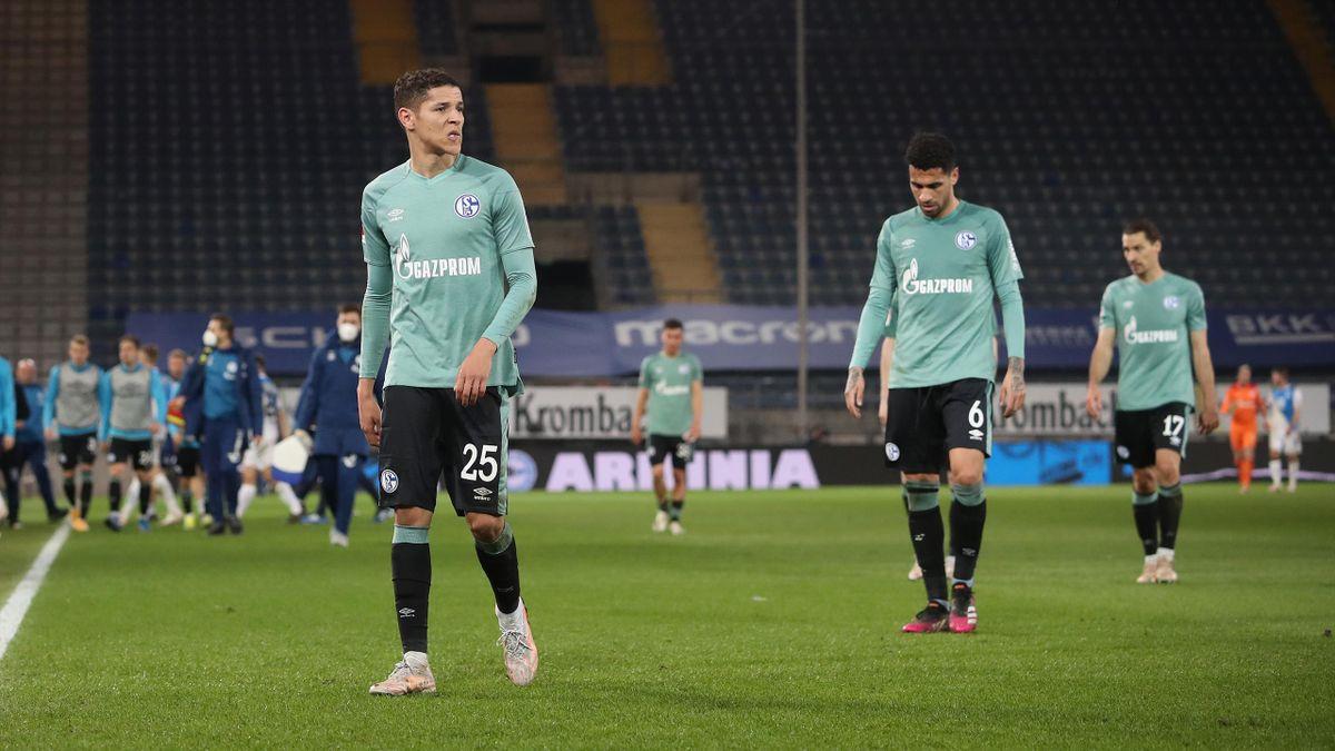 Fans attackieren Spieler von Schalke 04
