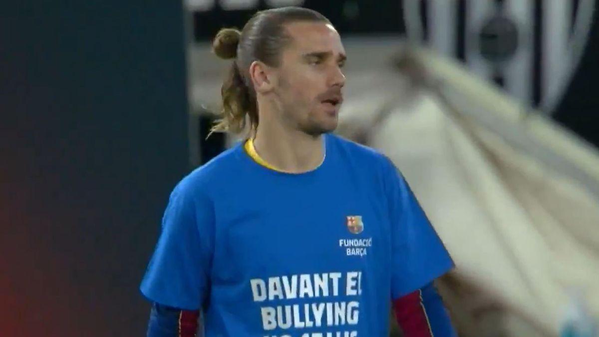 Griezmann con una camiseta contra el bullying