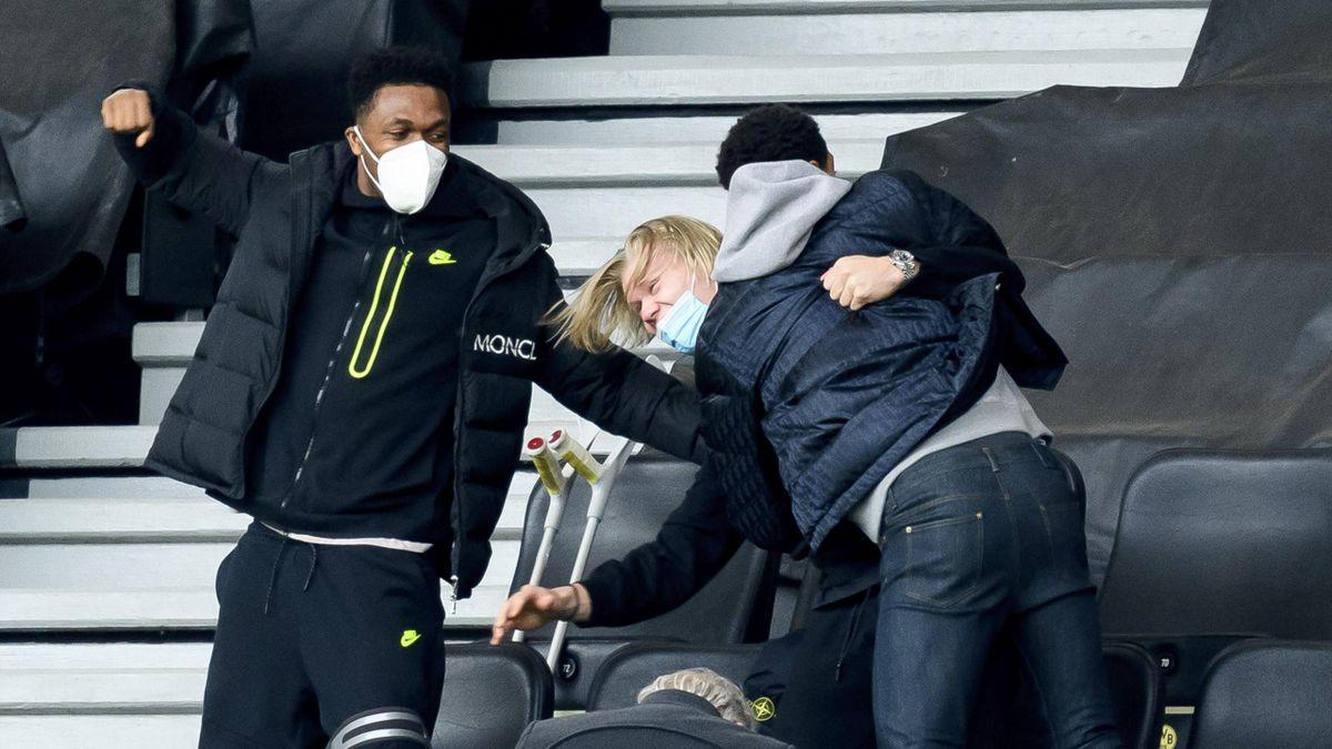 Jude Bellingham herzt Erling Braut Haaland, Dan-Axel Zagadou (l.) jubelt mit - Borussia Dortmund gegen RB Leipzig