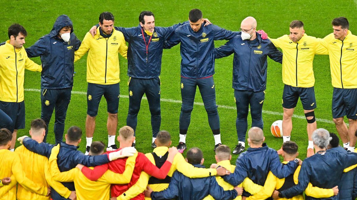 Emery y los jugadores del Villarreal hacen piña