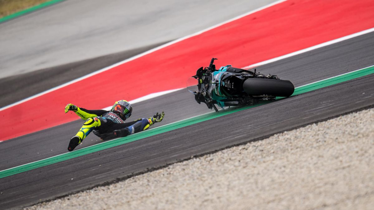 Valentino Rossi cade in Catalogna