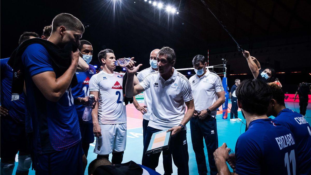 Laurent Tillie et l'équipe de France de Volley (crédit photo : FIVB)
