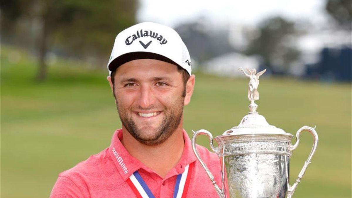 Jon Rahm con el título de campeón